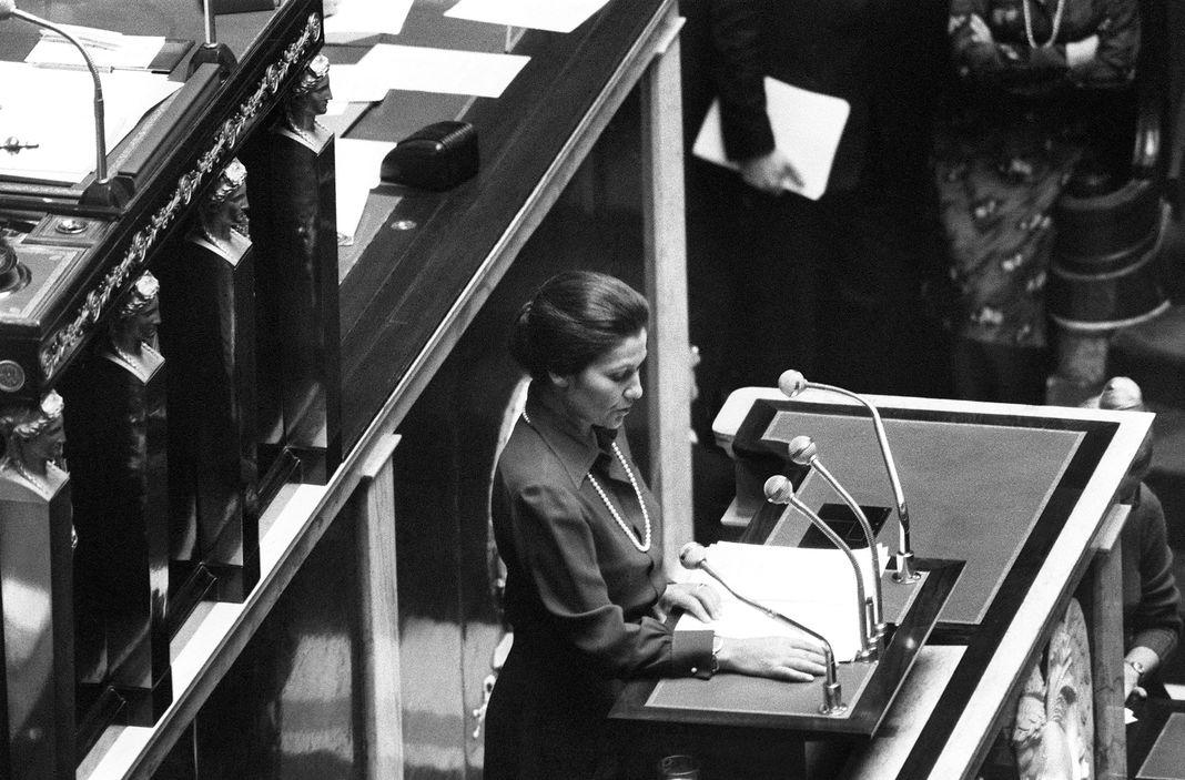 Mort de Simone Veil, icône de la lutte pour les droits des femmes .